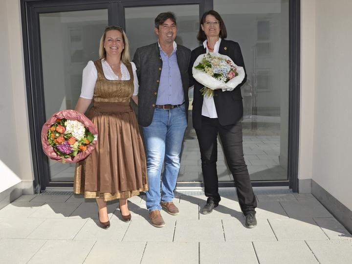 v.l.n.r. Elfriede Huber, Christian Winkler, Bürgermeisterin Angelika Obermayr © Peter von Oppen